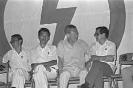 Lee Kuan Yew facing Phey Yew Kok